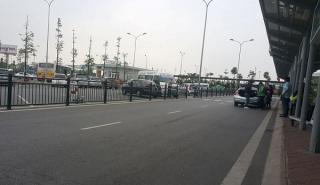 """Những chiêu trò """"ma quái"""" của taxi dù sân bay Nội Bài"""